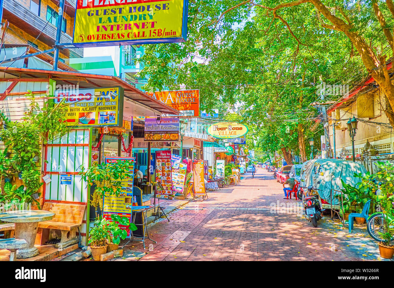 BANGKOK, THAILAND - APRIL 22, 2019: The narrow shady street with numerous restaurants, shops, hotels and travel agencies is an absolutely empty during - Stock Image