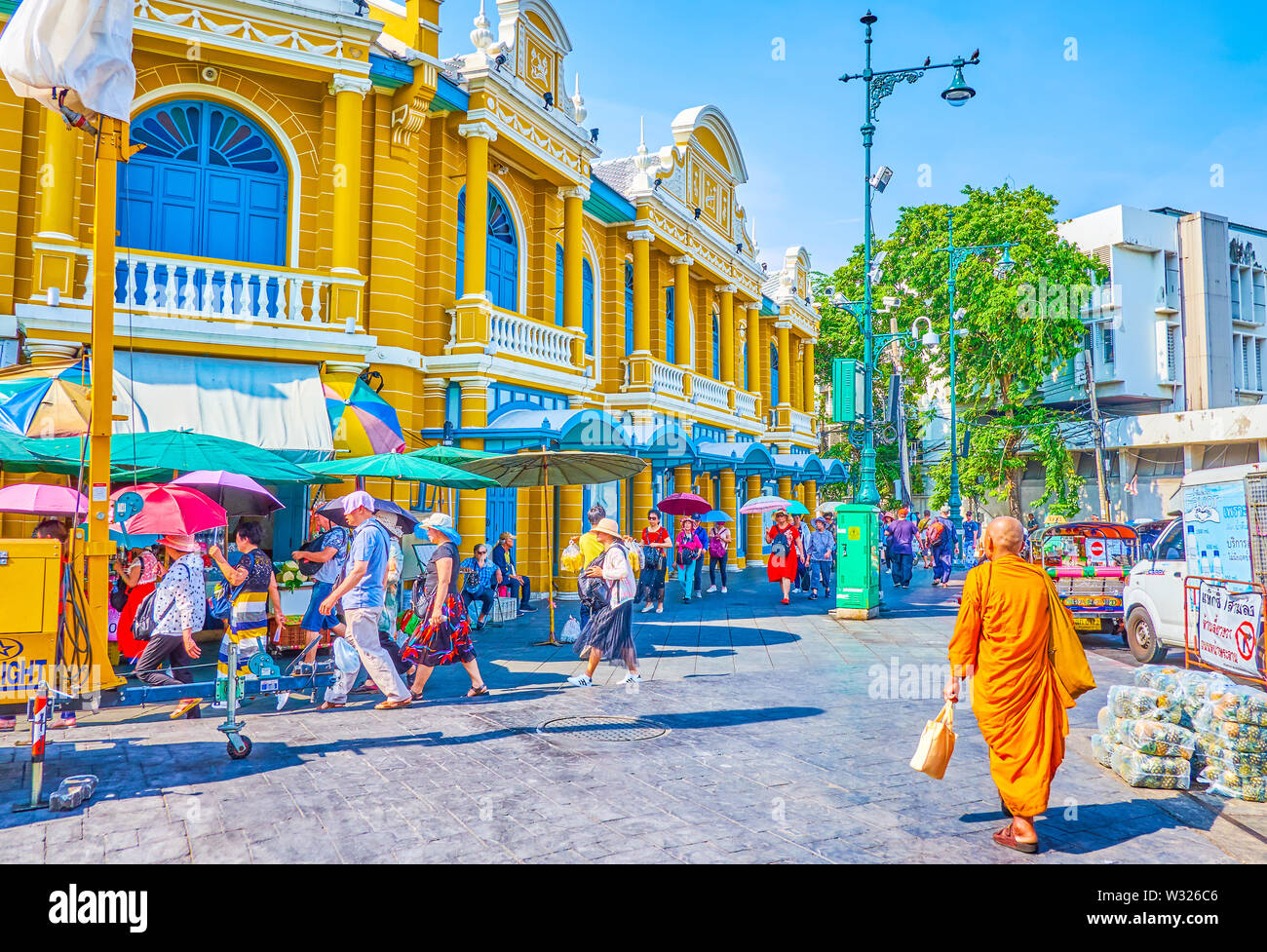 BANGKOK, THAILAND - APRIL 22, 2019: The busy street leading to Tha Chang pier, one of the central in the city, and surroundedwith beautiful buildings - Stock Image