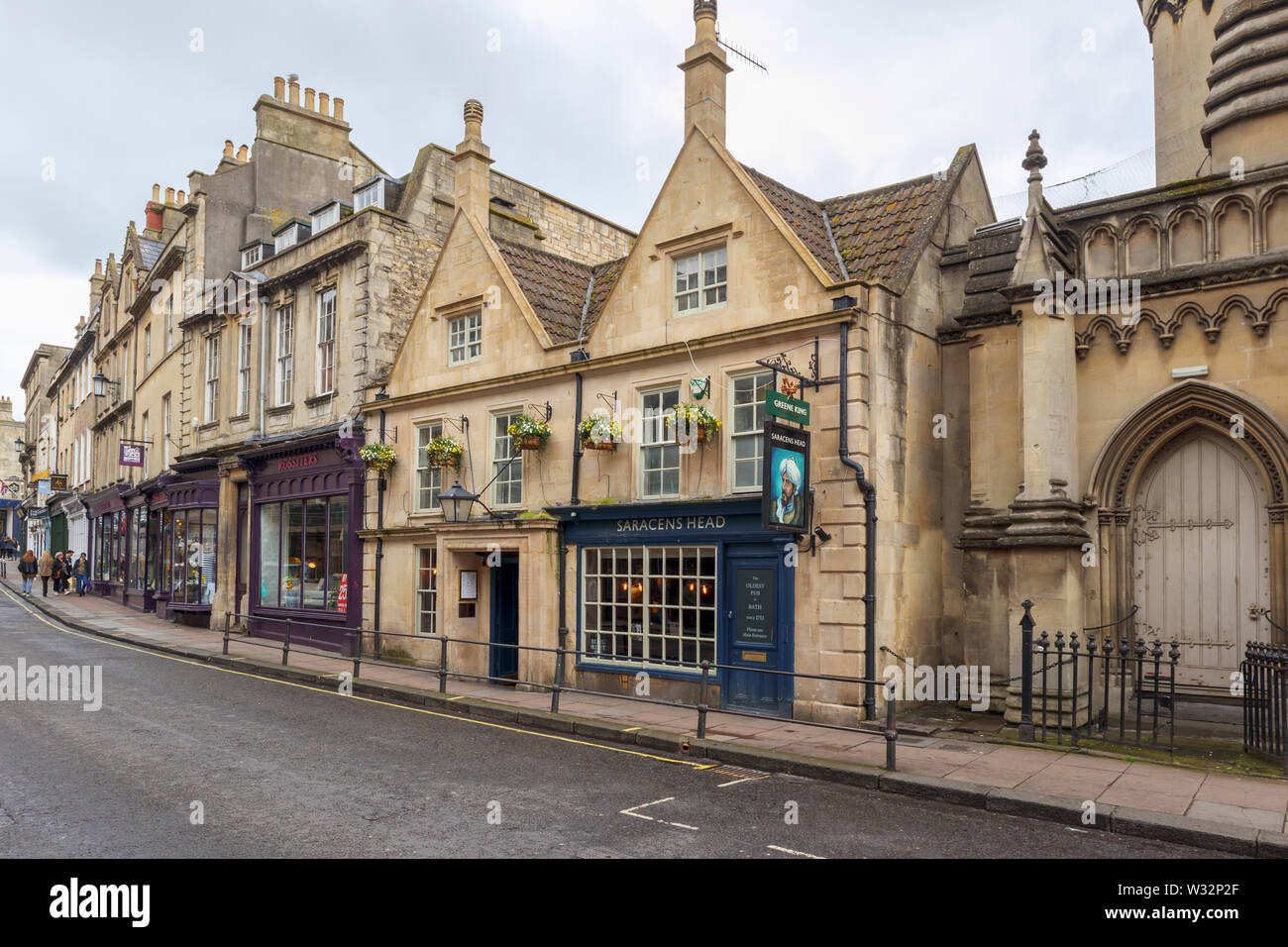 The Saracens Head, an historic Greene King pub in Broad Street in the city centre, the oldest in Bath, the largest city in Somerset, southwest England - Stock Image