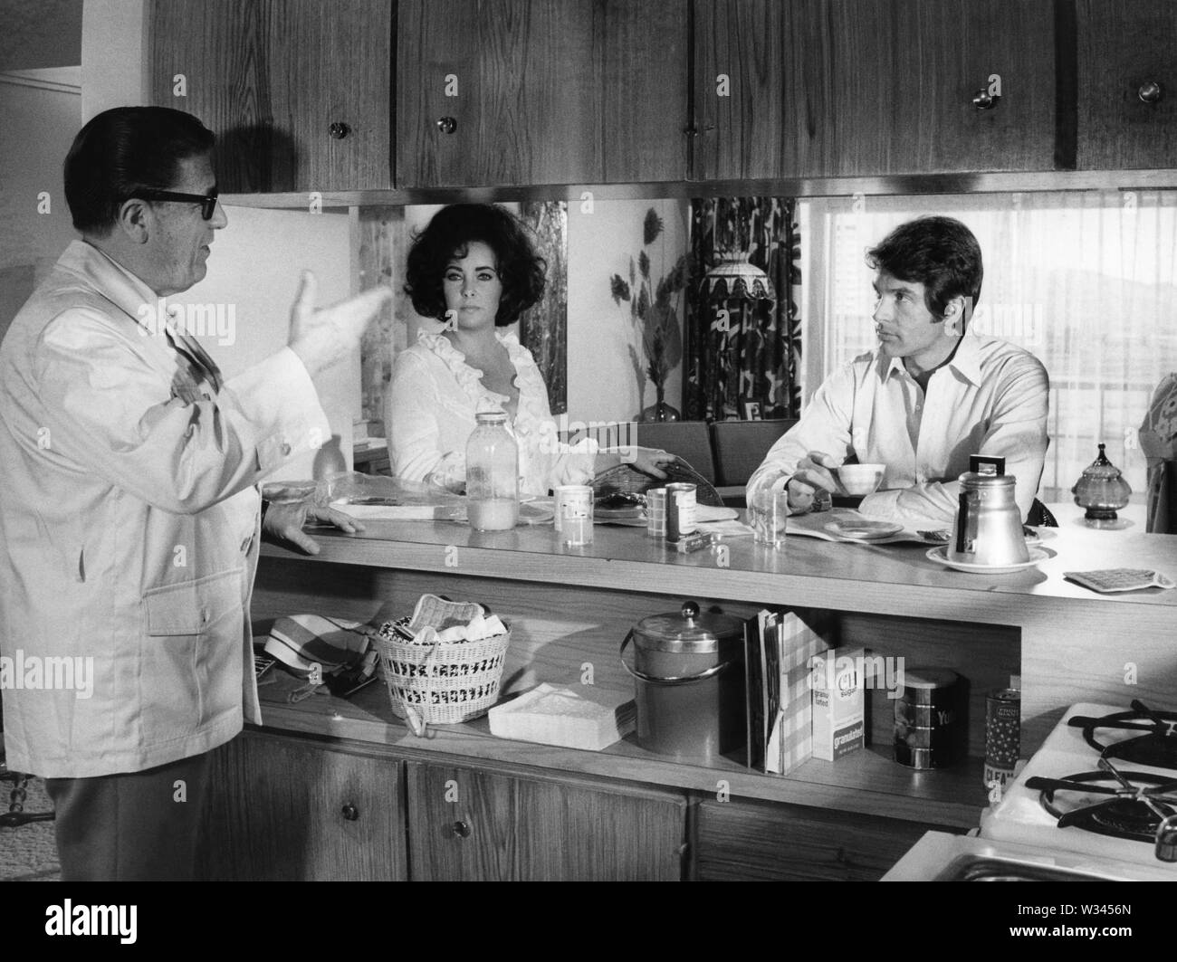 WARREN BEATTY , GEORGE STEVENS and ELIZABETH TAYLOR in THE ONLY GAME IN TOWN (1970). Credit: 20TH CENTURY FOX / Album - Stock Image