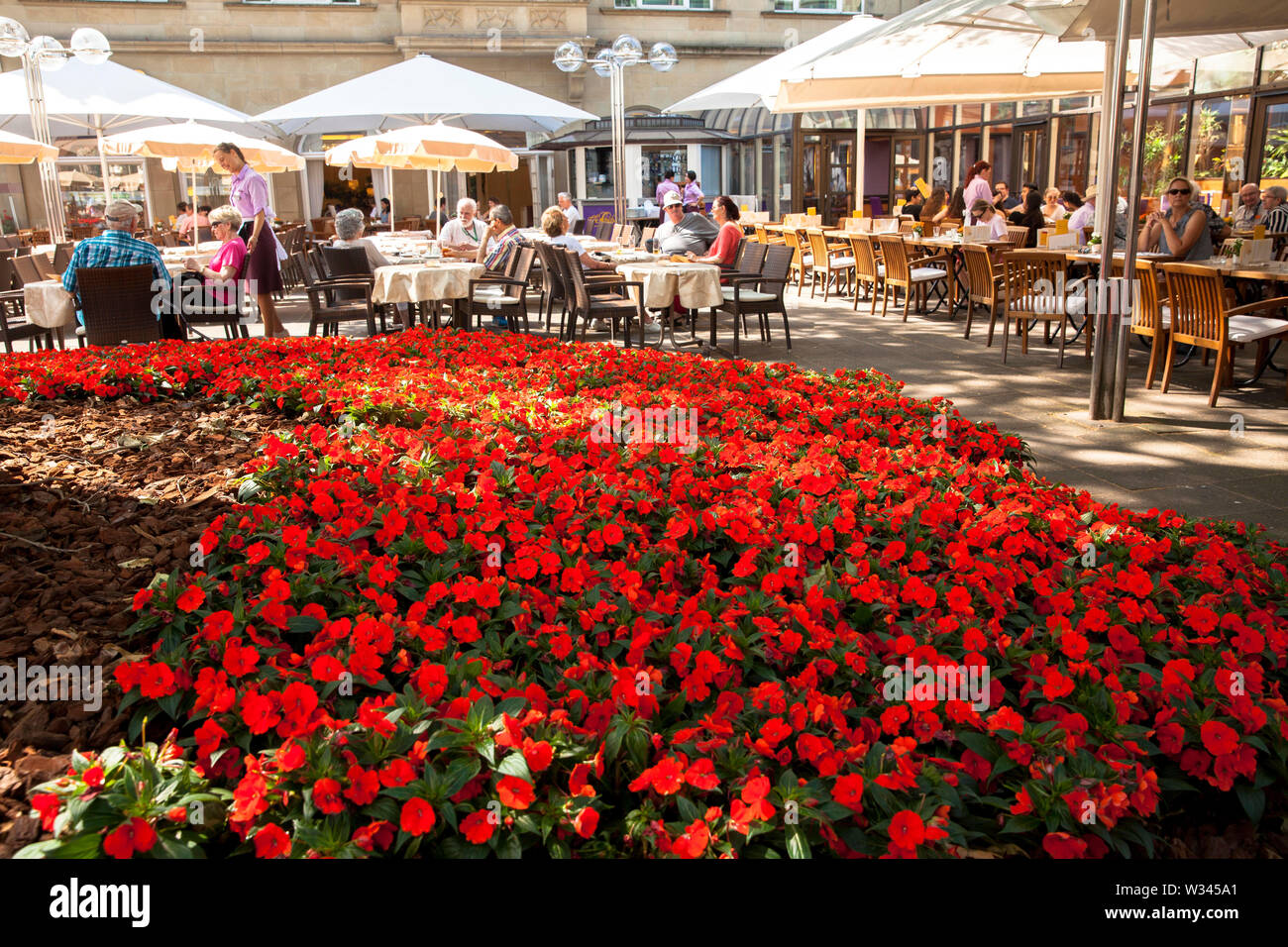 terrace of the Cafe Reichard near the cathedral, Cologne, Germany.  Terrasse des Cafe Reichard am Dom, Koeln, Deutschland. - Stock Image