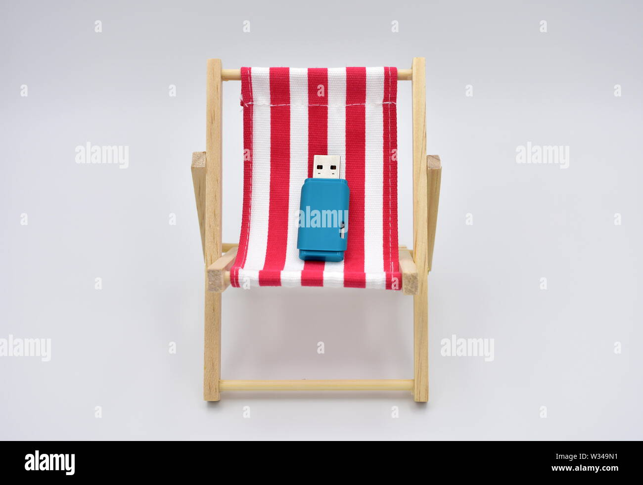 Pleasant Striped Red And White Beach Chair And Blue Usb Flash Memory Caraccident5 Cool Chair Designs And Ideas Caraccident5Info