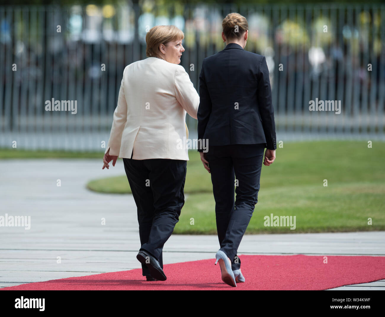 Federal Chancellor Angela MERKEL and Prime Minister Mette FREDERIKSEN Welcome and welcome by the Federal Chancellor with military honors to the Minister President of the Kingdom of Denmark in the Ehrenhof of the Federal Chancellery in Berlin, Germany on 11.07.2019. ¬ | usage worldwide Stock Photo