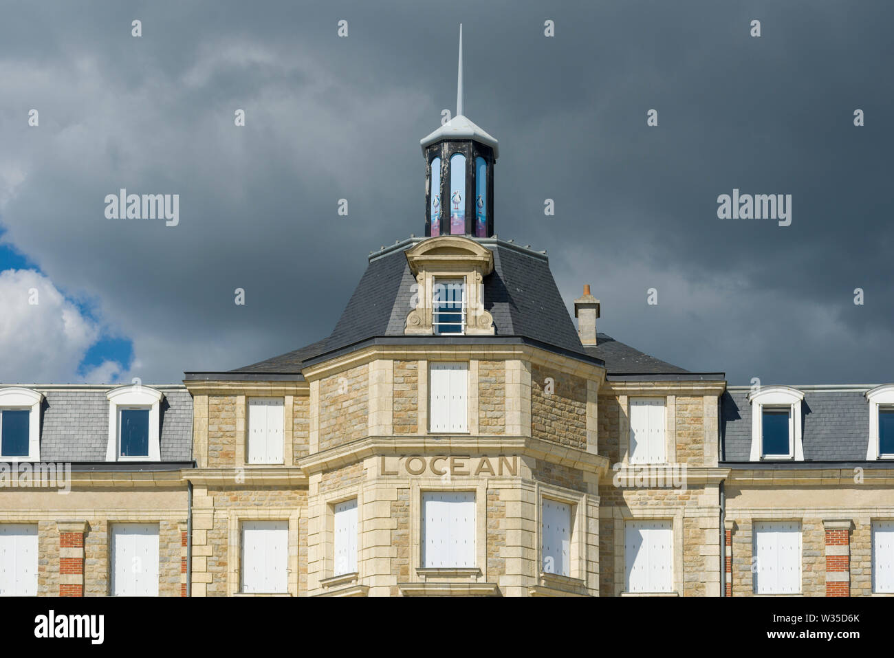 the former hotel L'Océan, in granite, brick and wood, always watches over the beach of the Booksellers for nearly 150 years in Pornichet, France - Stock Image