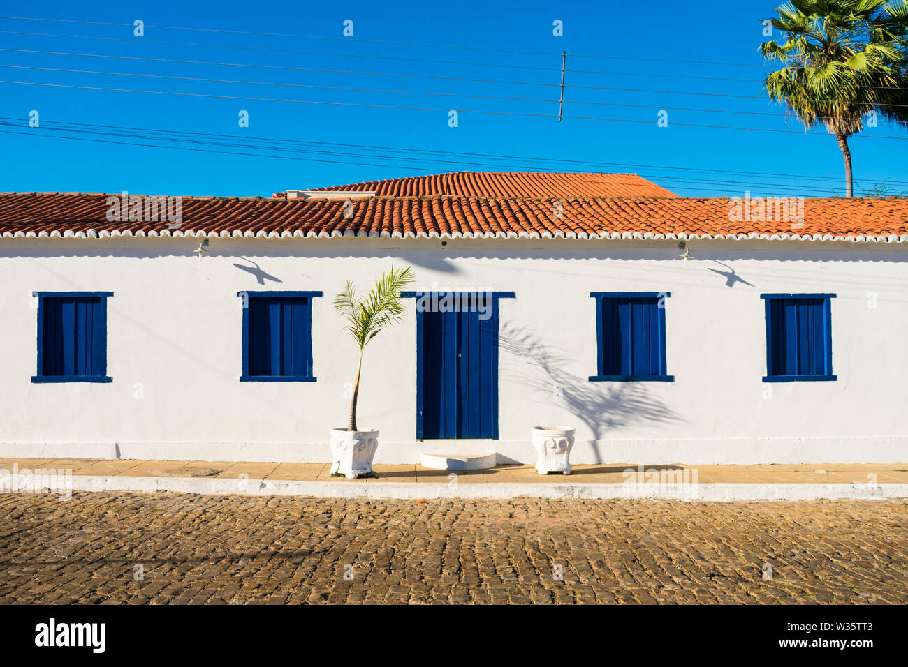 Preserved historic building around the main square of Oeiras - the first capital of Piaui state (Brazil) - Stock Image