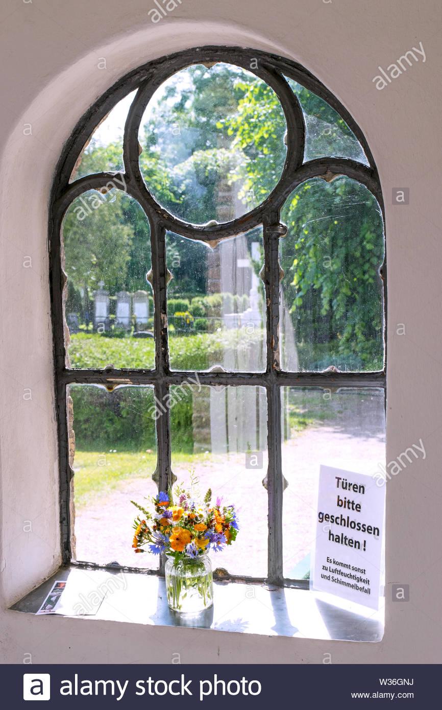 Fenster im  Eingangsportal der barocken Schifferkirche zu Arnis, der kleinsten Stadt Deutschlands - Stock Image