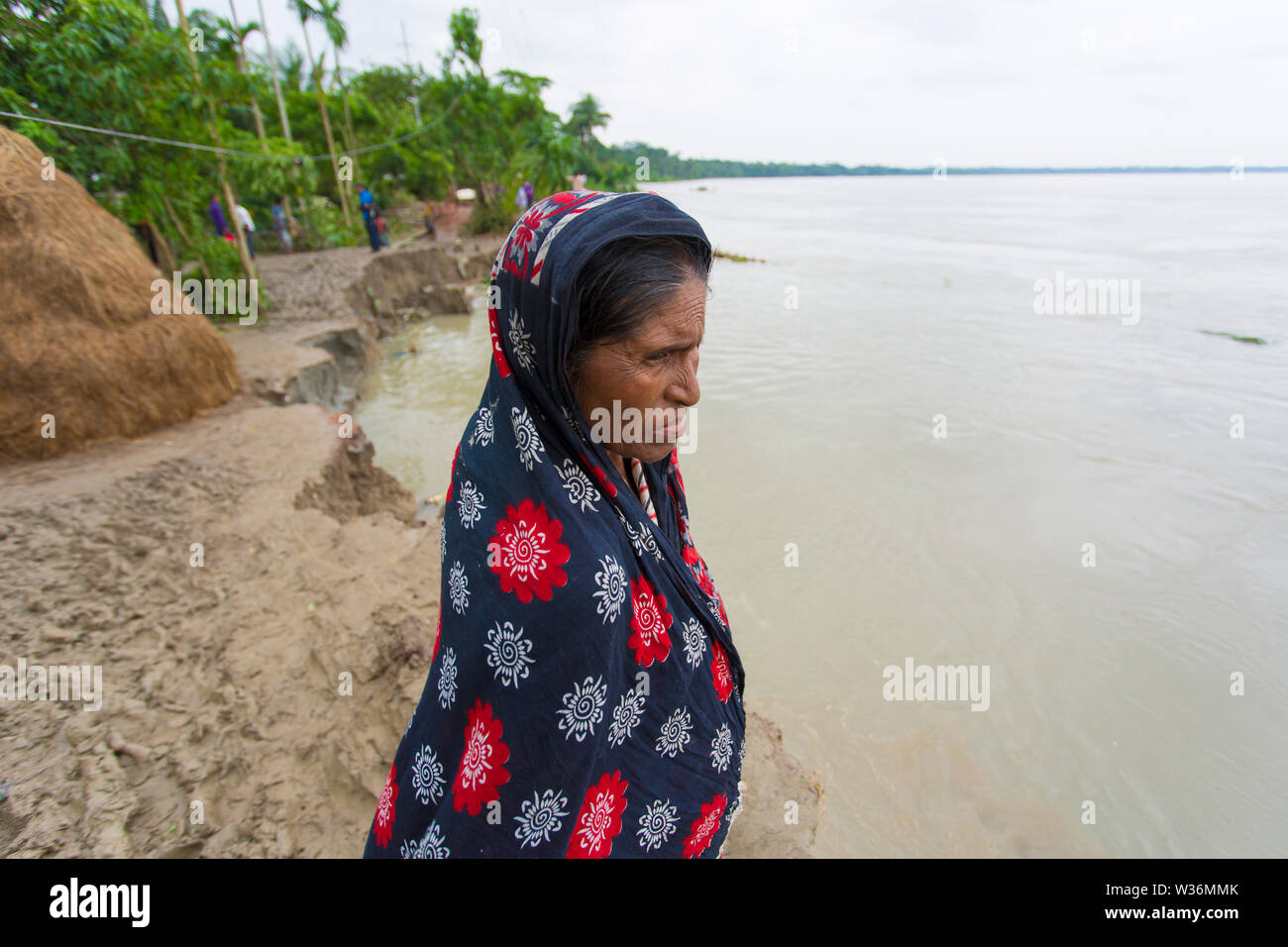 Bangladesh – June 27, 2015: Old woman victims of massive river erosion, the water of the Kirtonkhola was flowing 5cm above the danger level of 2.55 me - Stock Image