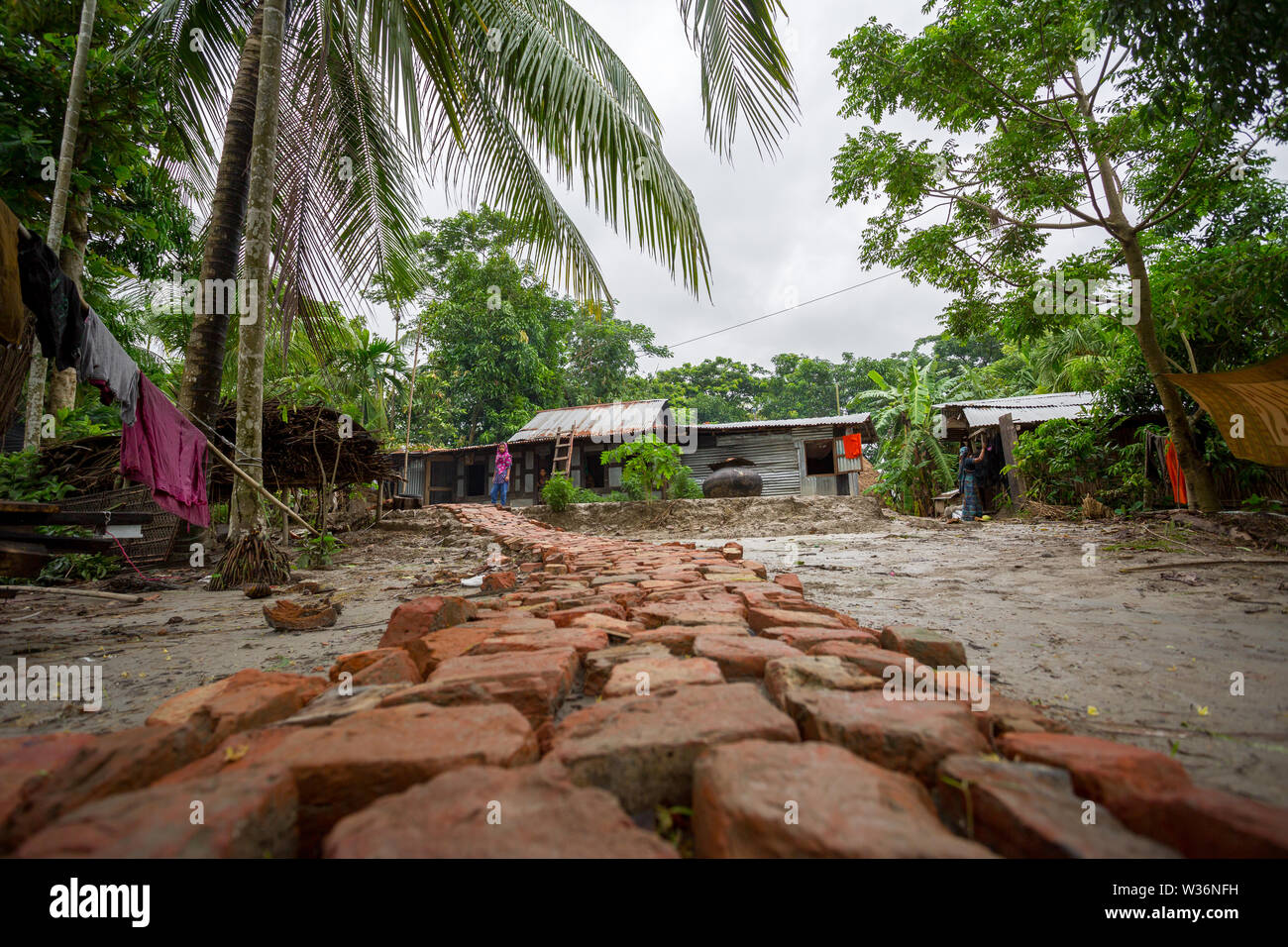 Bangladesh – June 27, 2015: A destroyed home due to river erosion at Rasulpur, Barisal District. - Stock Image