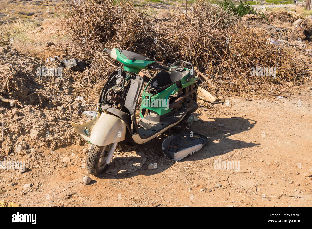 Old motorcycle destroyed. Old abandoned motorcycle in a deserted area of Crete island in Greece - Stock Image