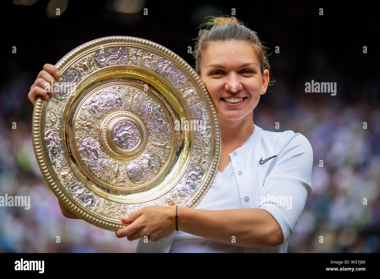Simona Halep A.E.L.T.C women/'s 2019 Wimbledon champion photograph 18
