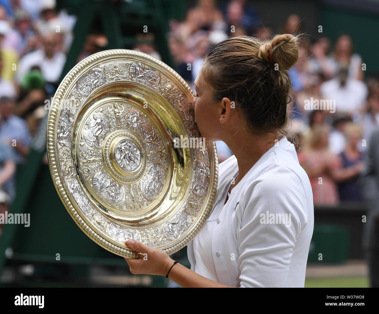 London, UK. 13th July, 2019. The Championships Wimbledon 2019 13072019 Simona Halep kisses the winners trophy the Venus rosewater Dish after she wins Ladies Singles Final Credit: Roger Parker/Alamy Live News - Stock Image