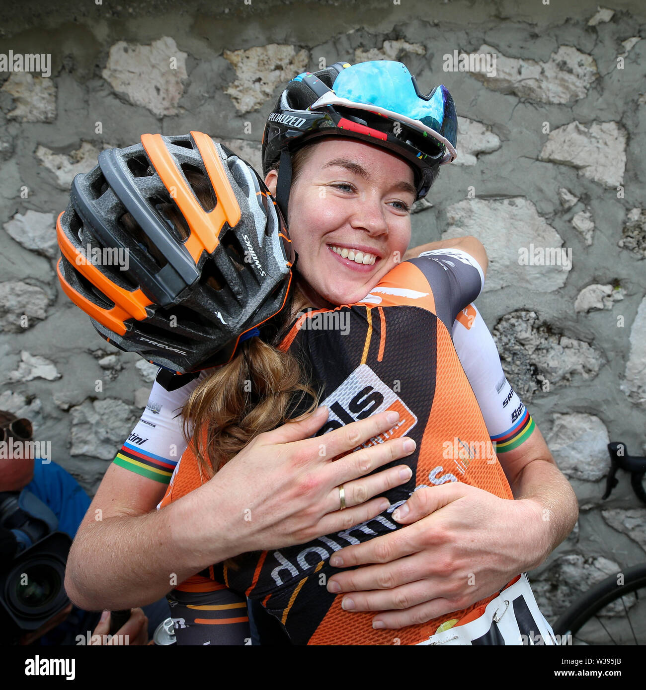 Chiusaforte/Malga Montasio - 13-07-2019, cycling, Stage 9, etappe 9 Gemona - Chiusaforte/Malga Montasio, giro rosa, Anna van der Breggen wins stage 9 of Giro Rosa and celebrates with teammate Katie hall Credit: Pro Shots/Alamy Live News - Stock Image