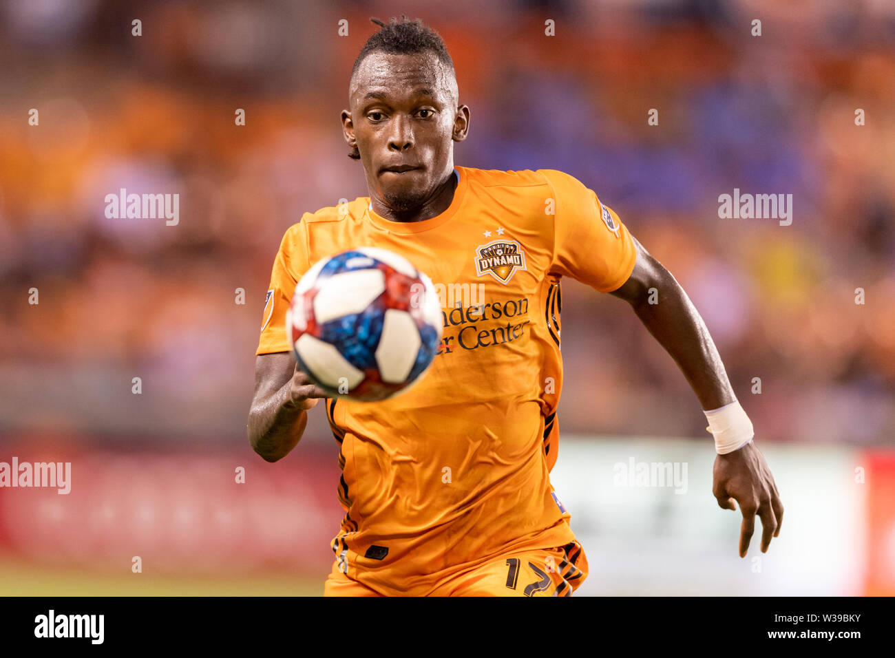 Houston, Texas, USA. 12th July, 2019. Houston Dynamo forward Alberth Elis (17) chases the ball during a match between Los Angeles FC and Houston Dynamo at BBVA Stadium in Houston, Texas. The final LAFC wins 3-1. Maria Lysaker/CSM/Alamy Live News - Stock Image