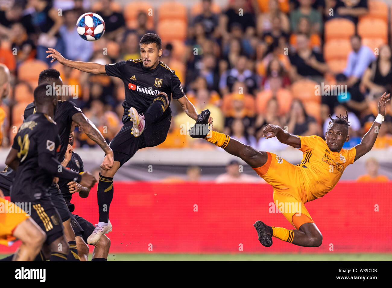 Houston, Texas, USA. 12th July, 2019. Houston Dynamo forward Alberth Elis (17) and Los Angeles FC defender Steven Beitashour (3) during a match between Los Angeles FC and Houston Dynamo at BBVA Stadium in Houston, Texas. The final LAFC wins 3-1. Maria Lysaker/CSM/Alamy Live News - Stock Image