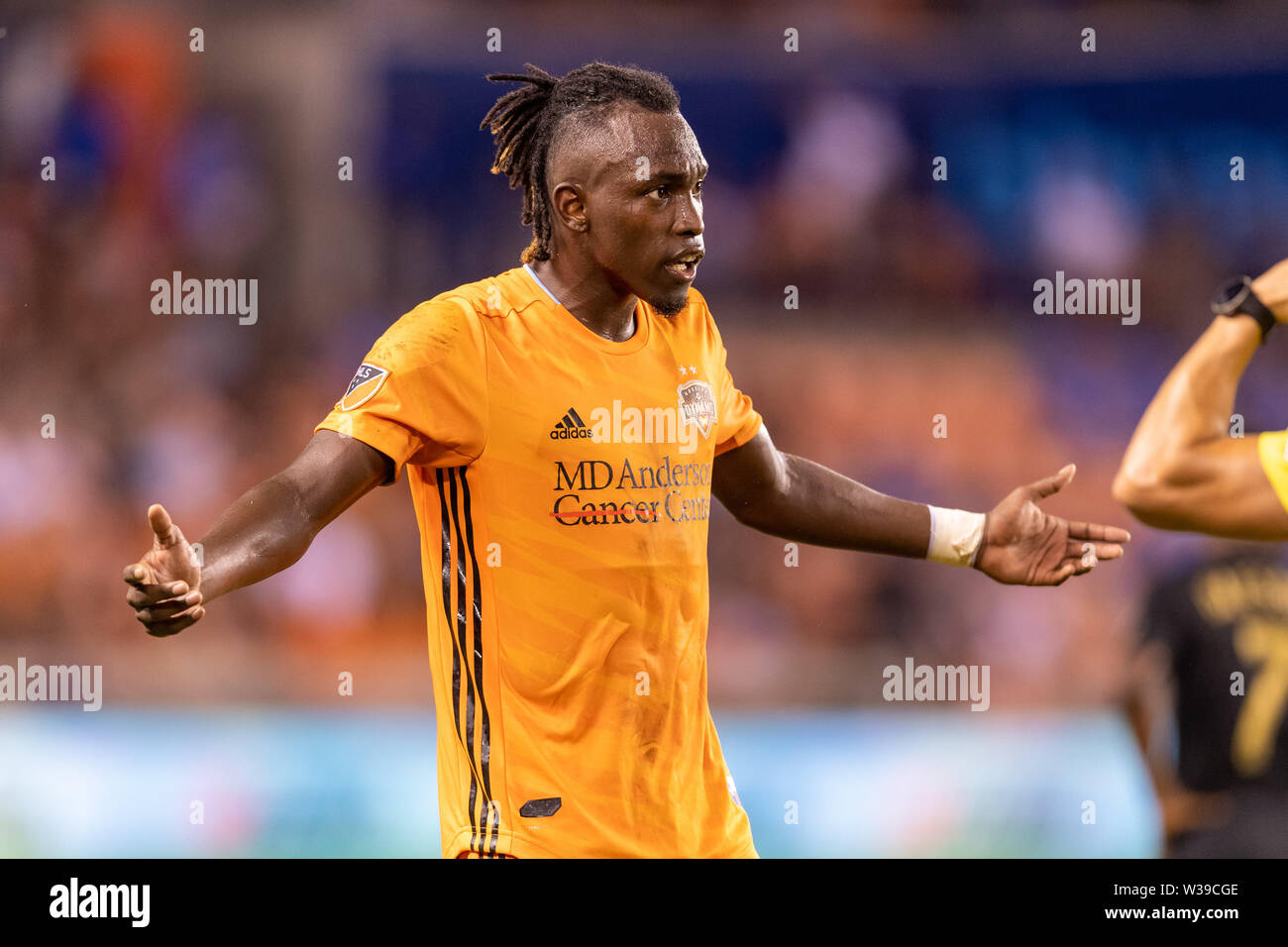 Houston, Texas, USA. 12th July, 2019. Houston Dynamo forward Alberth Elis (17) motions to the referee during a match between Los Angeles FC and Houston Dynamo at BBVA Stadium in Houston, Texas. The final LAFC wins 3-1. Maria Lysaker/CSM/Alamy Live News - Stock Image