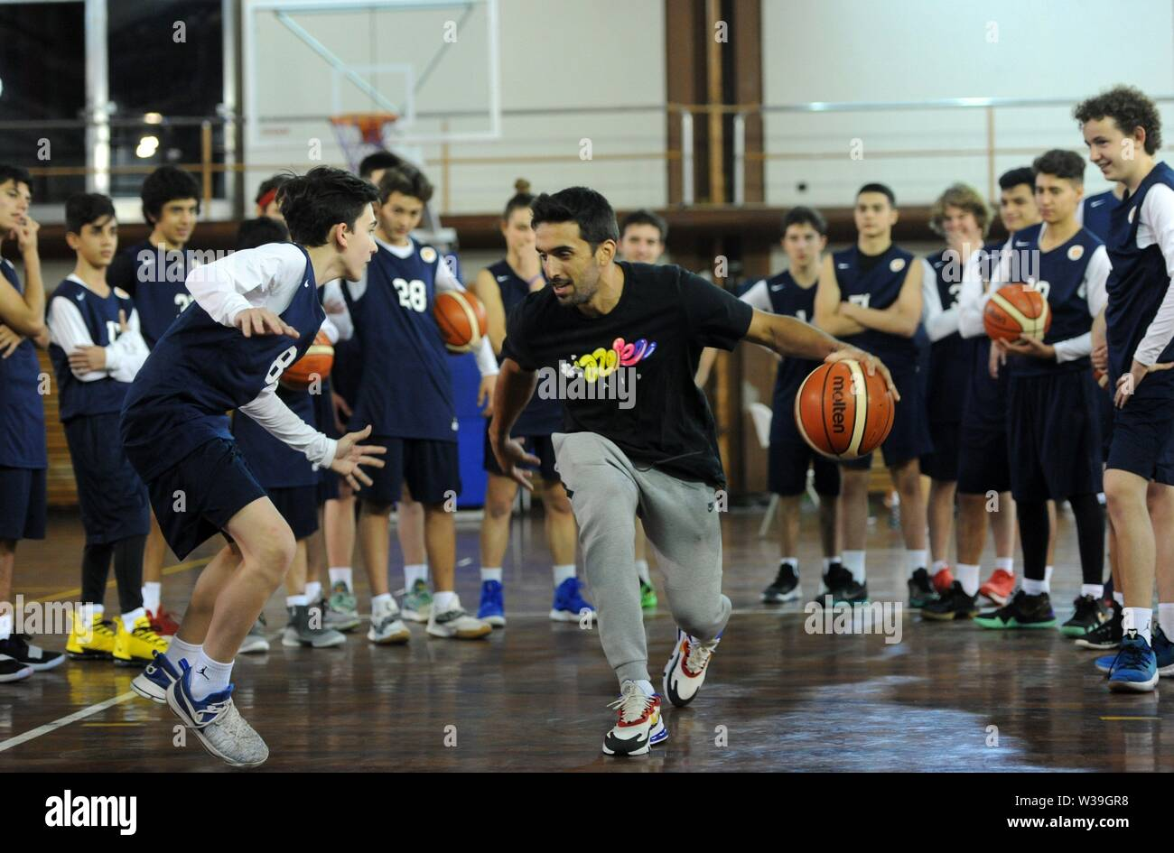 Buenos Aires, Argentina. 14th July, 2019. Facu Campazzo, base of Real Madrid, teaches young basketball promises at the National High Performance Sports Center (CENARD) during a day of 'ProCamp' in Buenos Aires, Argentina, 13 July 2019. Facundo Campazzo and Nicolás Laprovíttola, members of the Argentine basketball team and future Real Madrid teammates in the next season of the Endesa League, made the first of the two days of 'ProCamp' for young promises. Credit: Enrique Garcia Medina/EFE/Alamy Live News - Stock Image