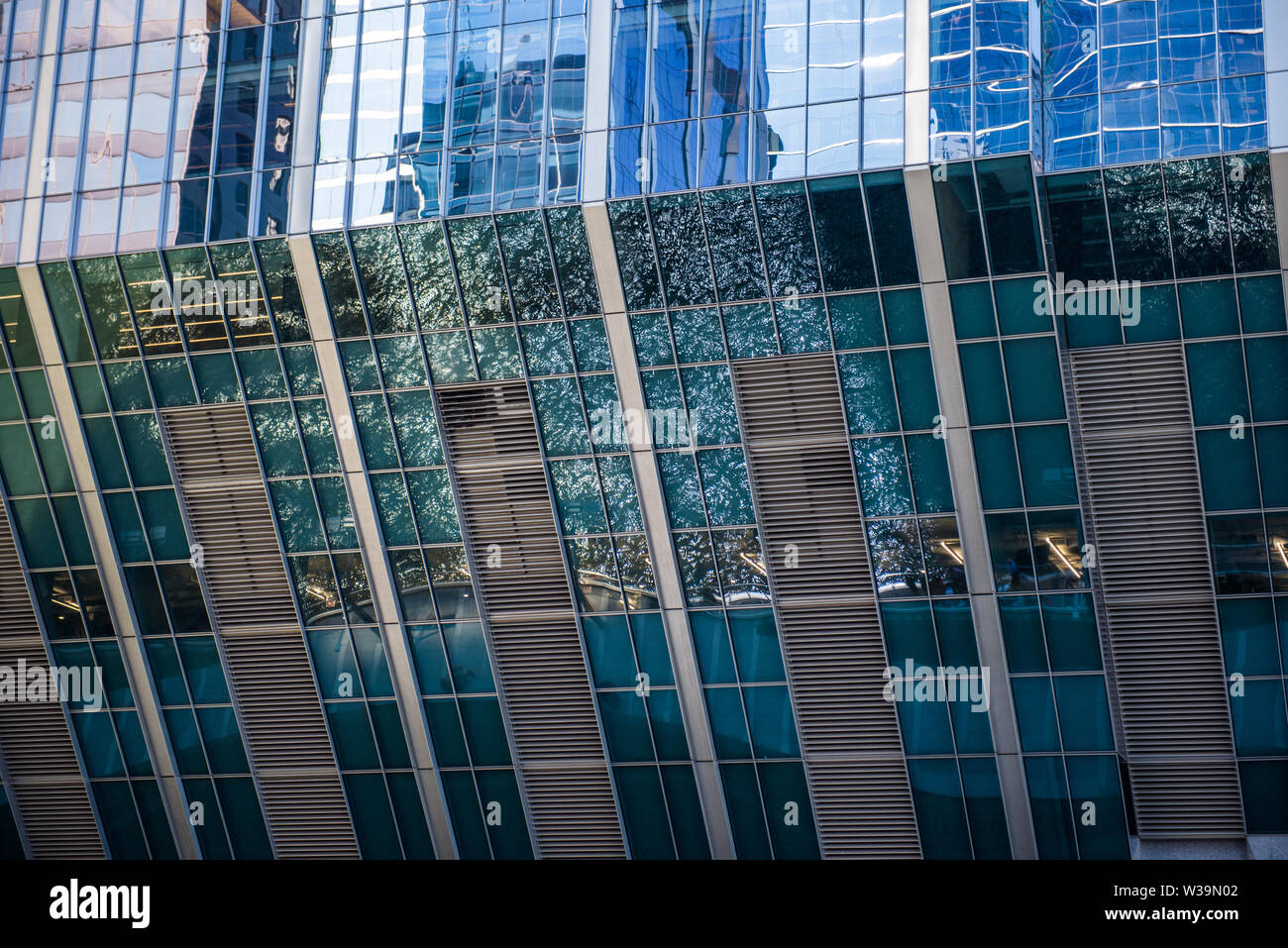 The Chicago river reflected on the glass paneling of the skyscraper at 150 North Riverside - Stock Image