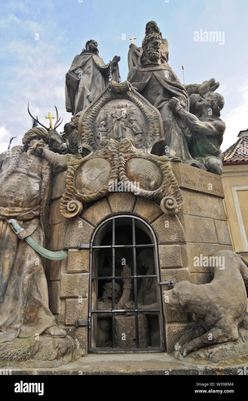 Charles Bridge: Statuary of St. John of Matha, St. Felix of Valois and St. Ivan (Statuary of the Trinatarians). Prague, Czech Republic - Stock Image