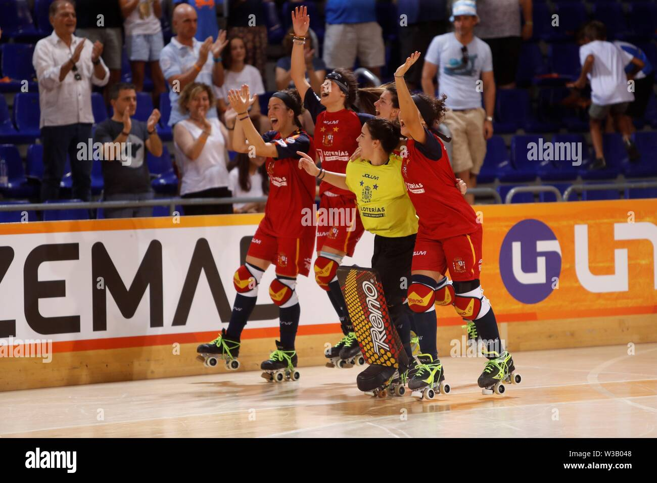 Barcelona, Spain. 14th July, 2019. Spanish National Roller Hockey Team's players celebrate after defeating Argentina in the women's roller hockey final match as part of World Roller Games in Barcelona, Spain, 14 July 2019. Spain won 8-5. Credit: Toni Albir/EFE/Alamy Live News - Stock Image