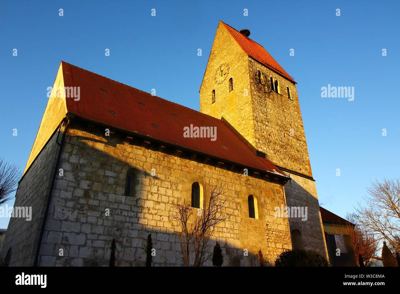 Blick auf die alte Kirch in Bad Gögging, ein Stadtteil von Neustadt an der Donau in Niederbayern - Stock Image