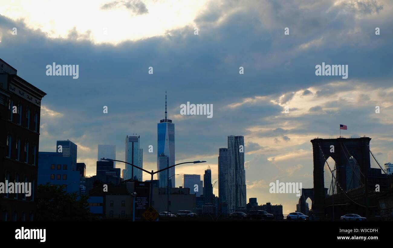 skyline of New York City with the brookly bridge - Stock Image