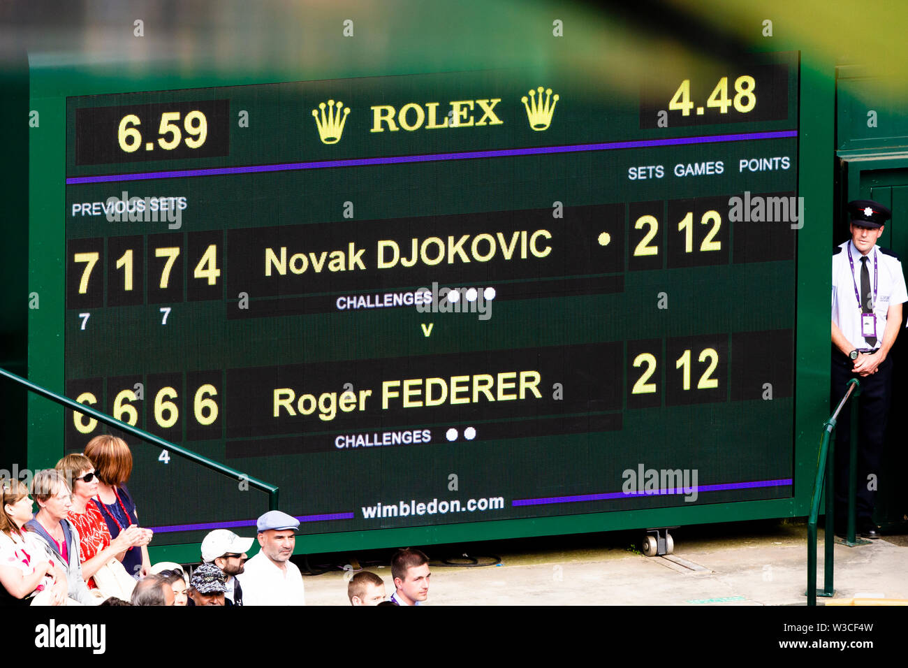 London, UK, 14th July 2019: Scoreboard before Tiebreak during the 2019 Wimbledon Men's Final at the All England Lawn Tennis and Croquet Club in London. Credit: Frank Molter/Alamy Live news Stock Photo