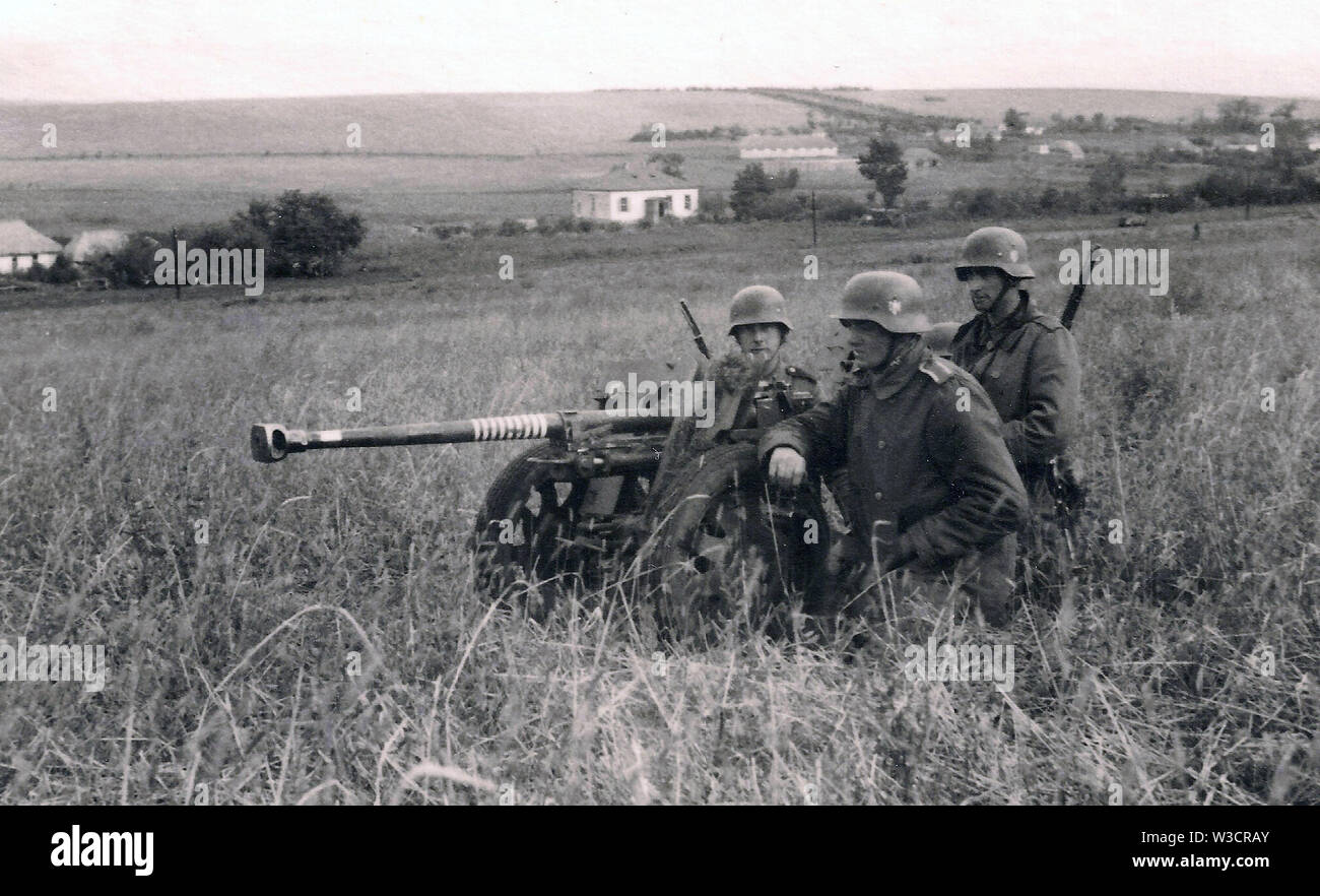 German Soldiers with a 28mm Anti tank Gun on the Russian