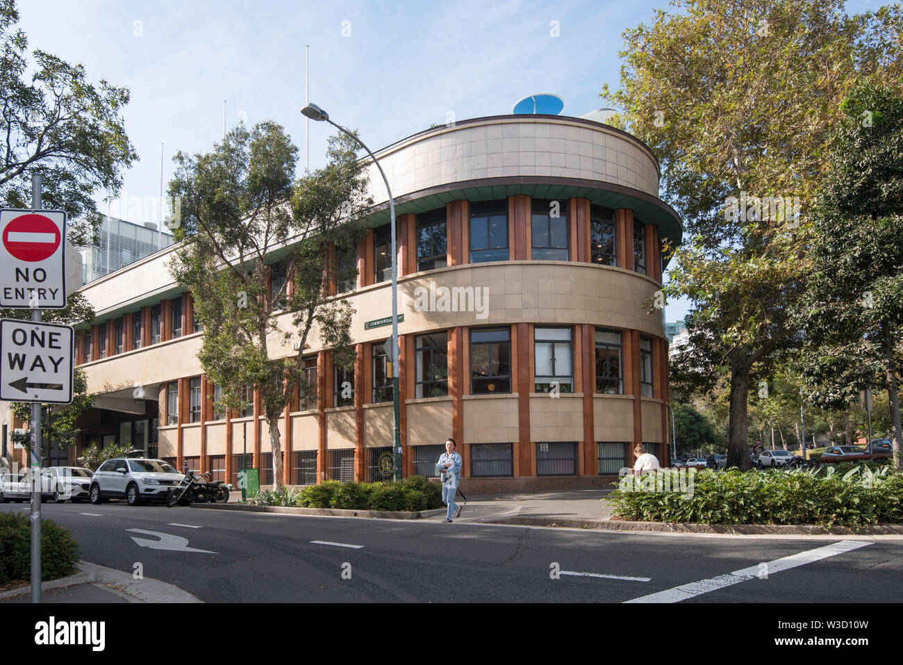 The 1940 built former Paramount Pictures Studios building is a good example of Inter-War Functionalist architecture with a bold curved street facade. - Stock Image