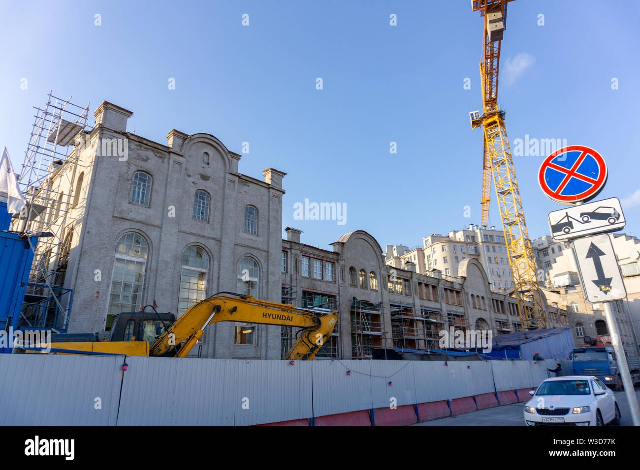 Moscow, Russia, April 04, 2019: Yellow Hyundai Robex 330 Crawler Excavator on a construction site in the background of the building - Stock Image