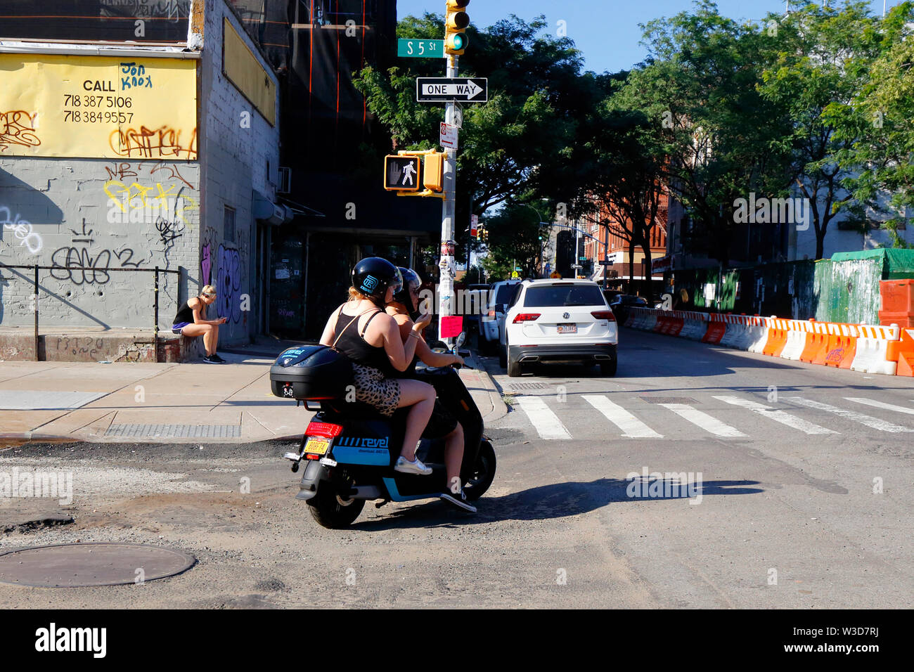Electric Moped Stock Photos & Electric Moped Stock Images - Alamy