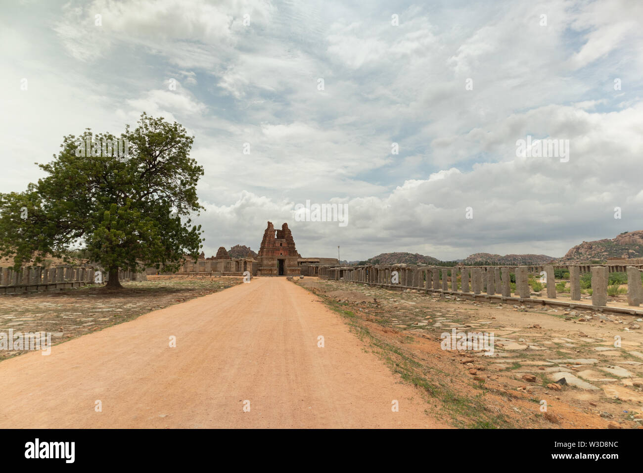 Way to Ruined Vittala Temple complex and stone Chariot at Hampi, India. - Stock Image