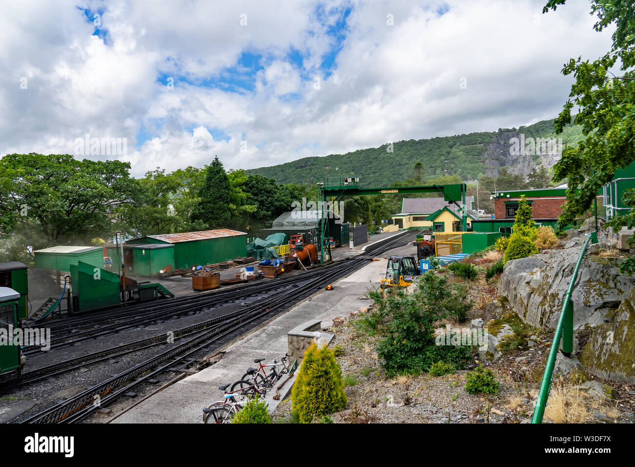 A view of the railway yard of Llanberis station on the Mount Snowdon Railway line - Stock Image