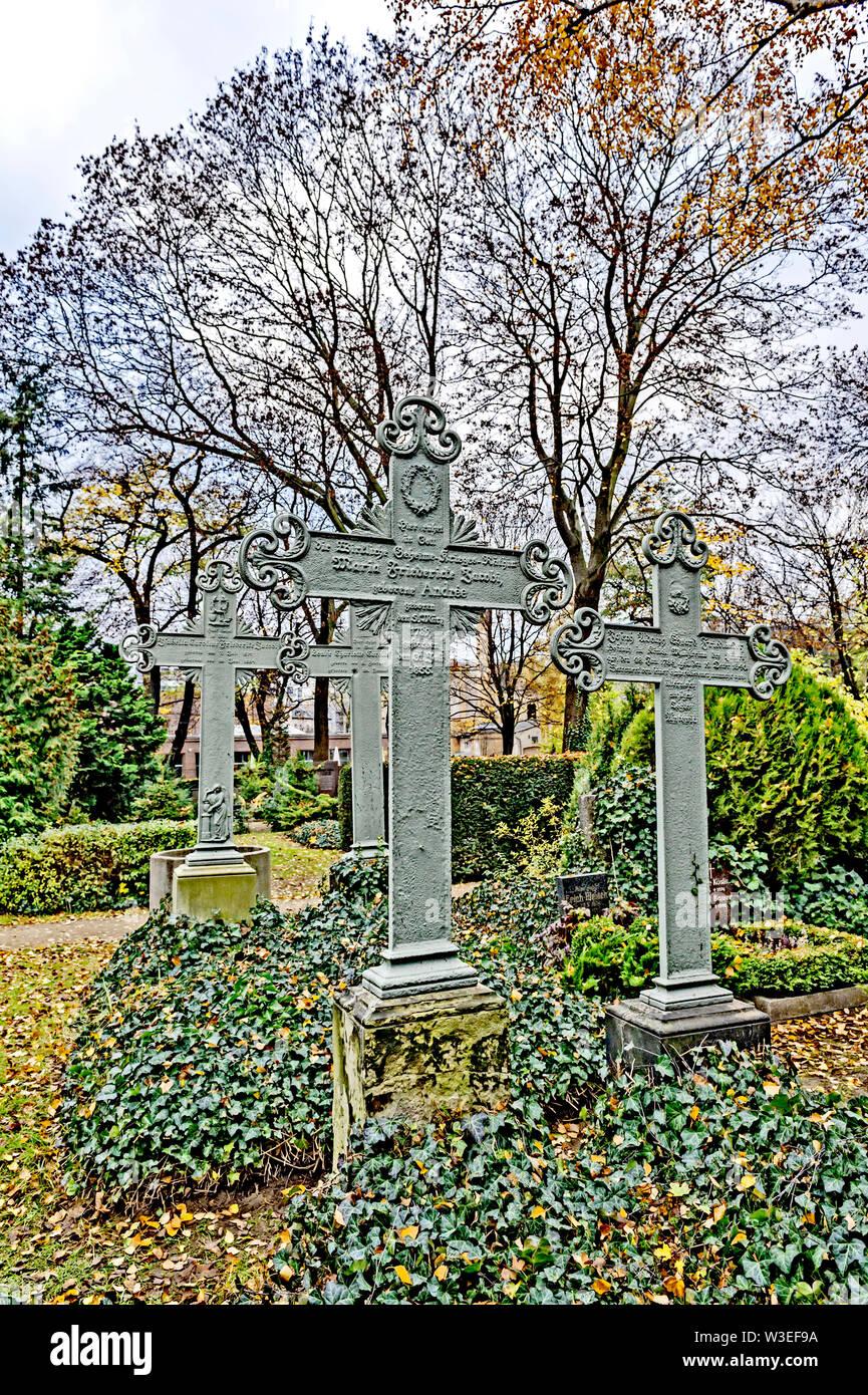 Grabkreuze auf dem Dorotheenstädtischen Friedhof in Berlin; grave crosses at a cemetery in Berlin Stock Photo