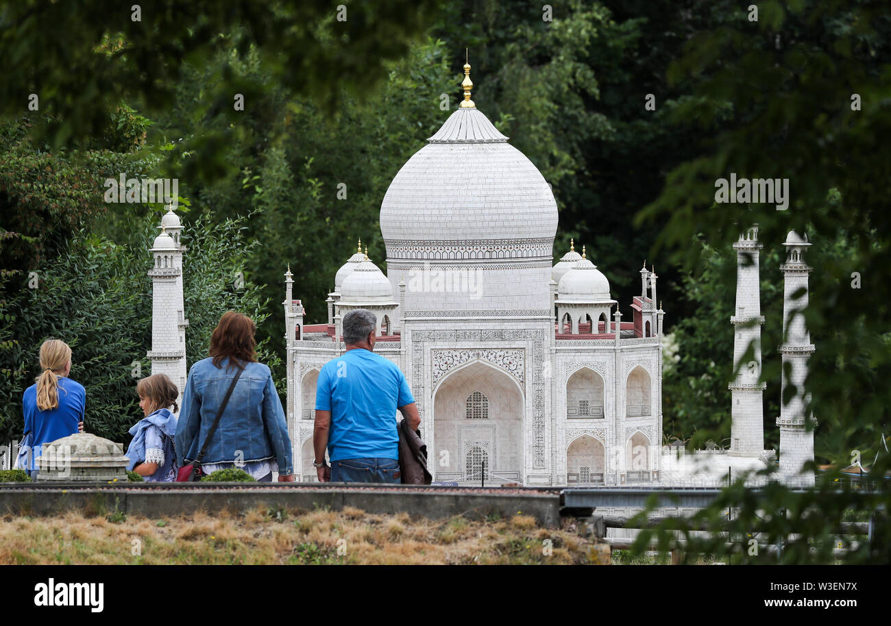 Lichtenstein, Germany. 15th July, 2019. Visitors look at the model of the Taj Mahal in the Miniwelt Lichtenstein/Saxony. Visitors can visit Dresden's Frauenkirche and the Eiffel Tower on foot. Opened on 15 July 1999, the miniature park is now 20 years old. In the meantime, the initial 60 buildings have grown to more than 100. A good 1.9 million people have already visited the miniworld. Credit: Jan Woitas/dpa-Zentralbild/dpa/Alamy Live News - Stock Image