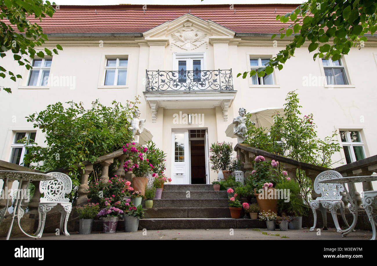 Trebbin, Germany. 12th July, 2019. View of the entrance to Blankensee Castle. The castle, also known as Sudermannhaus, was built between 1701 and 1740 in the style of the Mark Brandenburg Baroque. It is located in the Nuthe-Nieplitz Nature Park. Credit: Monika Skolimowska/dpa-Zentralbild/ZB/dpa/Alamy Live News Stock Photo