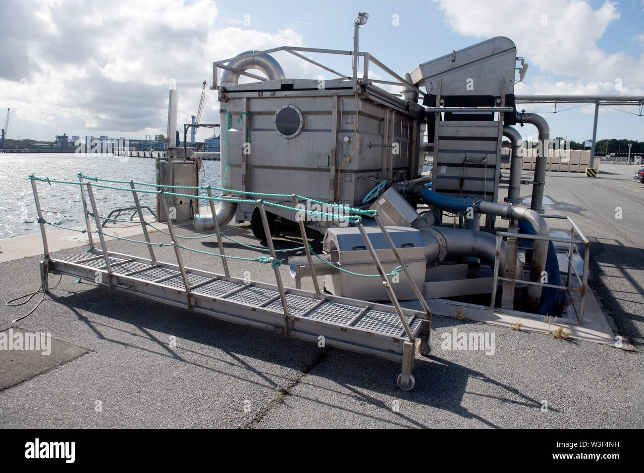 Sassnitz, Germany. 08th July, 2019. A fish pump is located at the pier of the EuroBaltic fish farm of the Dutch Parlevliet & Van der Plas Group (P&P) in Sassnitz-Mukran. The EuroBaltic fishing plant on the island of Rügen is one of the largest fish processors in Europe, processing up to 50,000 tonnes of herring from the North and Baltic Seas. Credit: Stefan Sauer/dpa-Zentralbild/ZB/dpa/Alamy Live News - Stock Image