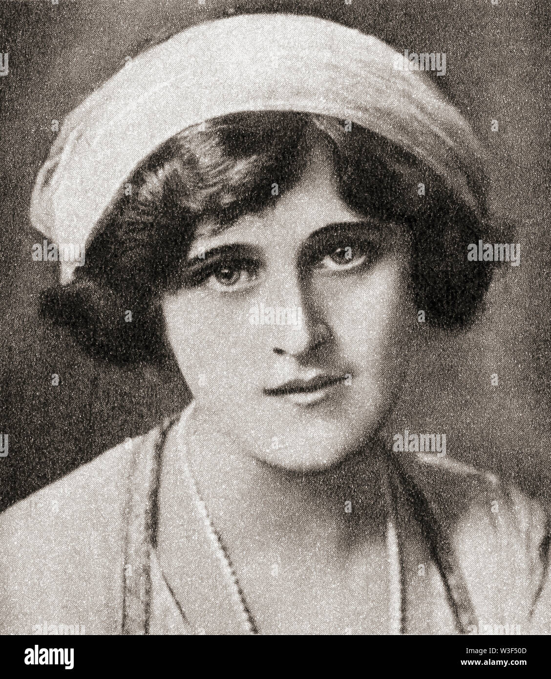 EDITORIAL  Zena Dare, born Florence Hariette Zena Dones, 1887 – 1975.  English singer and actress.   From The Pageant of the Century, published 1934. Stock Photo