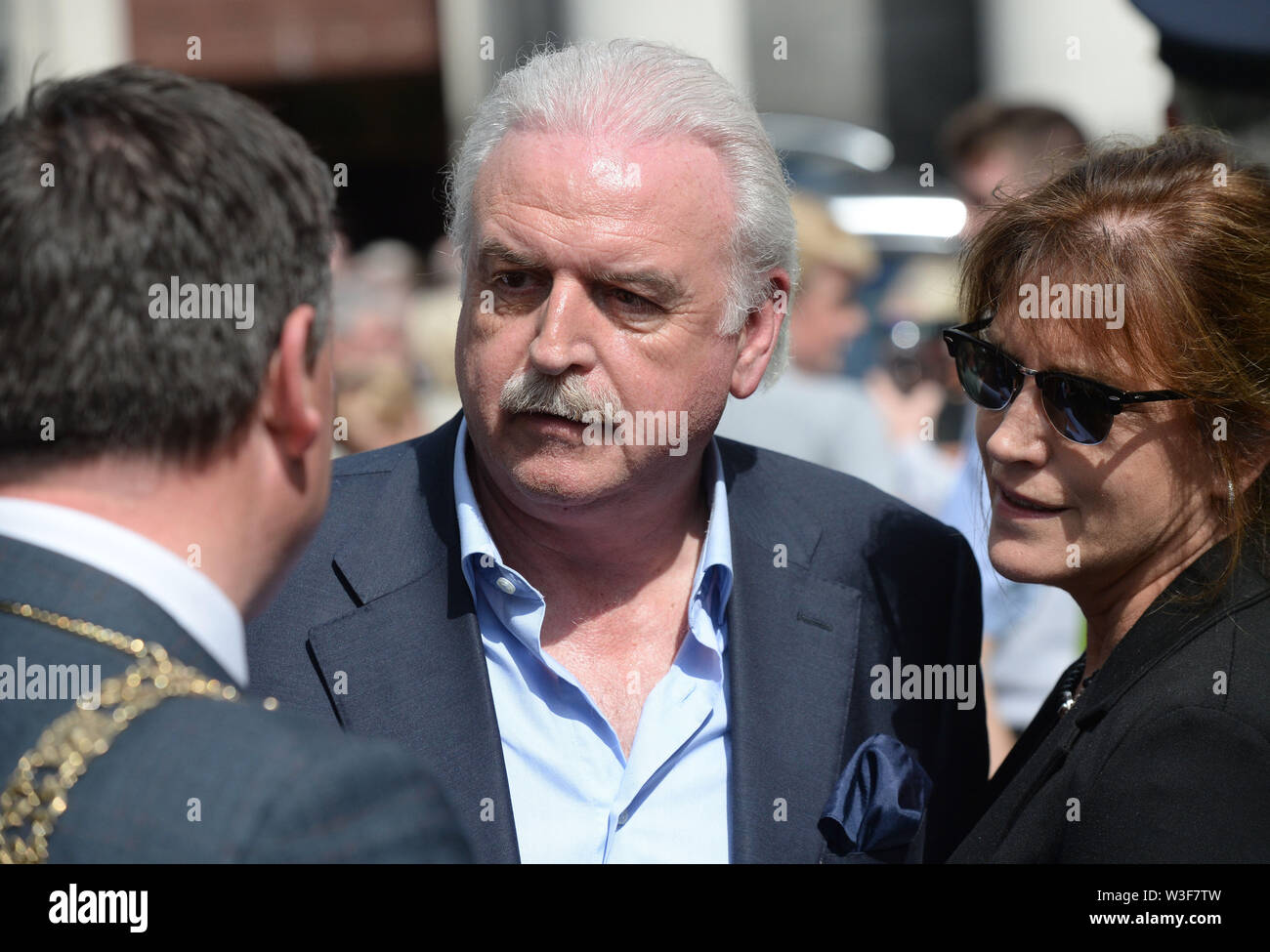 Broadcaster Marty Whelan arrives for the funeral of Father Ted star Brendan Grace at the Church of St. Nicholas of Myra, Dublin. - Stock Image