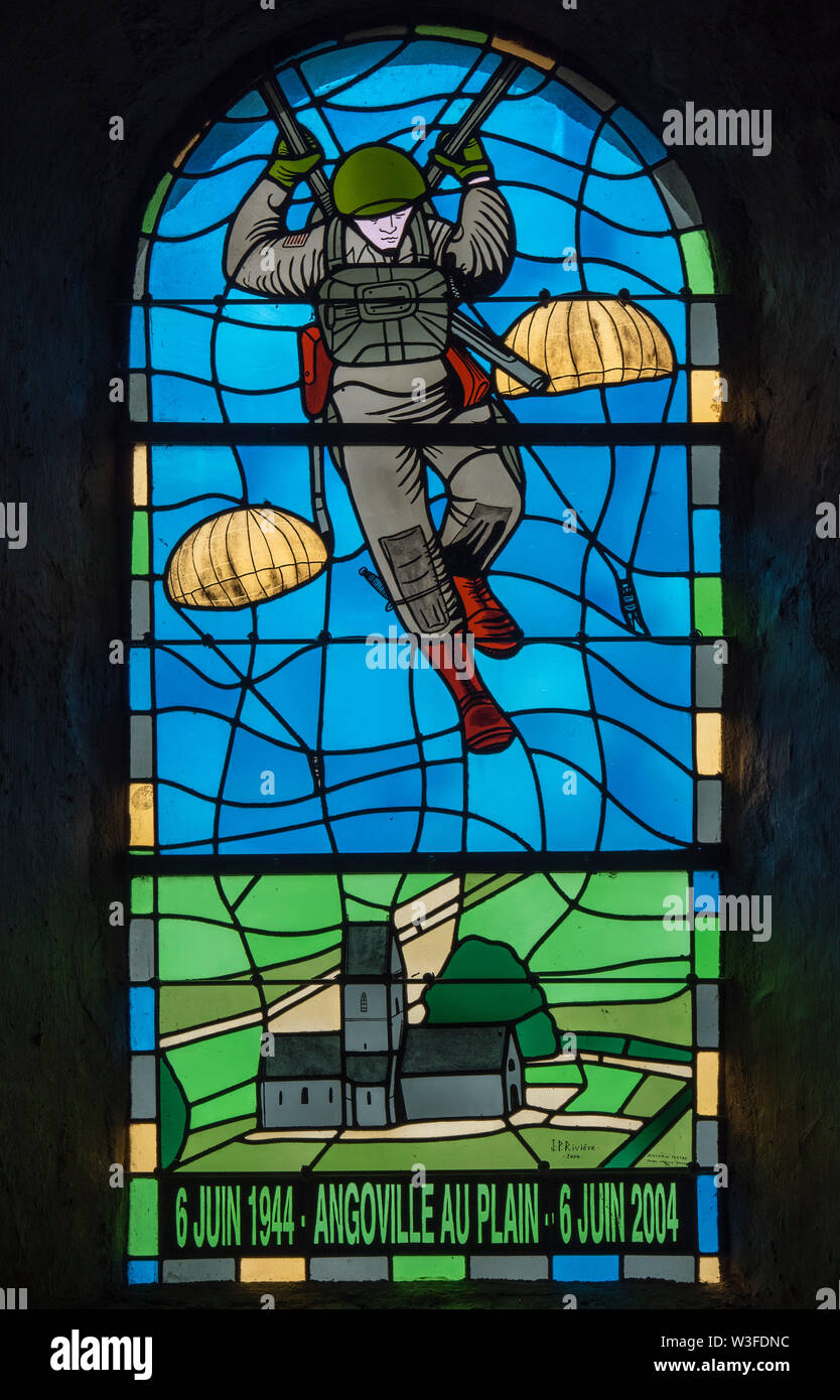 Stained glass window dedicated to the 101st Airborne paratroopers in the church at Angoville-au-Plain, Manche, Normandy, France - Stock Image