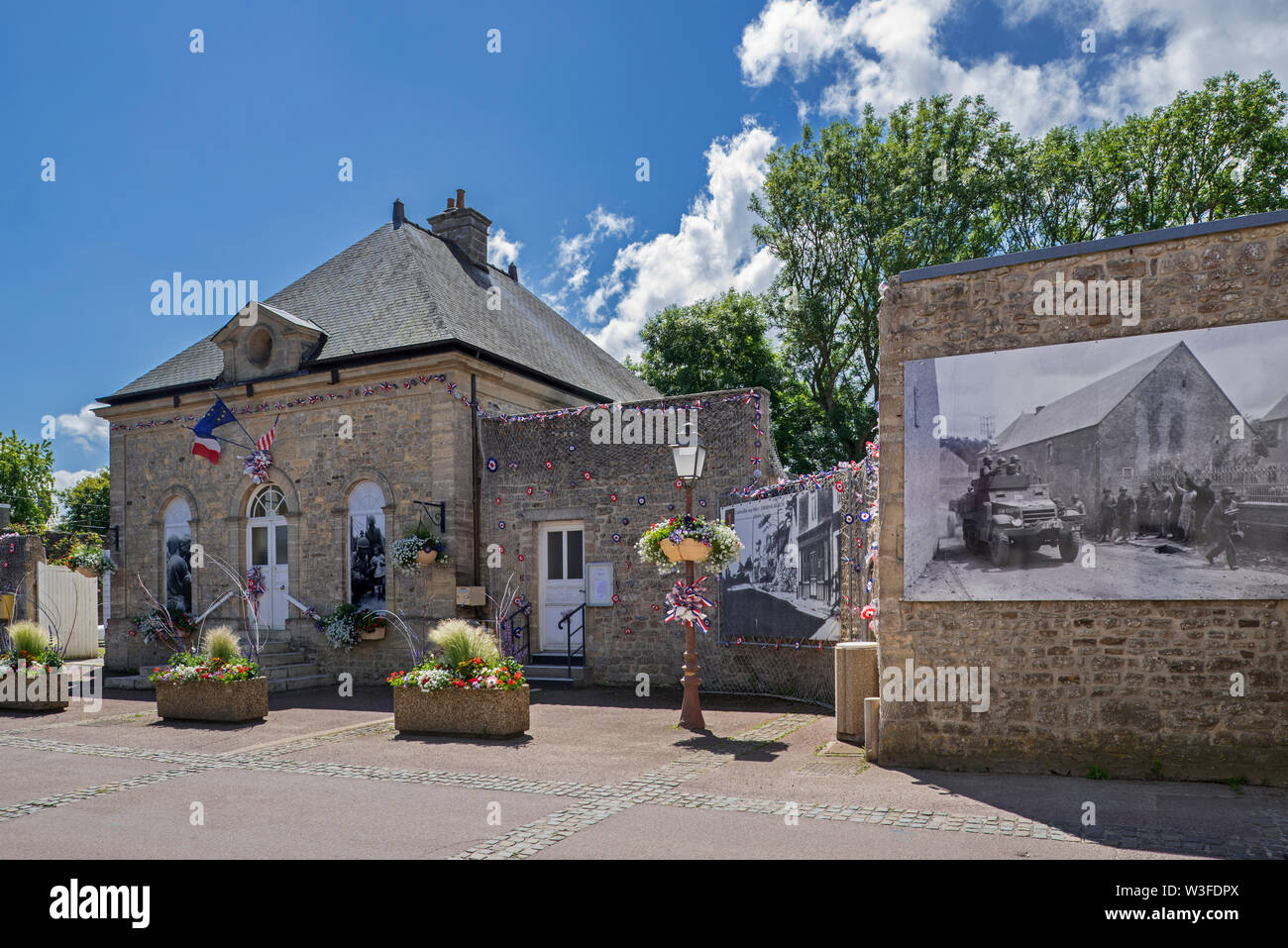 Town hall and historical photos of WW2 US soldiers at the village Colleville-sur-Mer, Calvados, Normandy, France - Stock Image