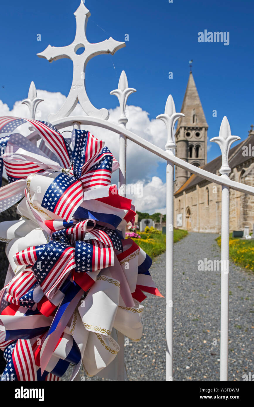 American ribbon attached to fence of church Notre-Dame de l'Assomption to remember ww2 at the village Colleville-sur-Mer, Calvados, Normandy, France - Stock Image