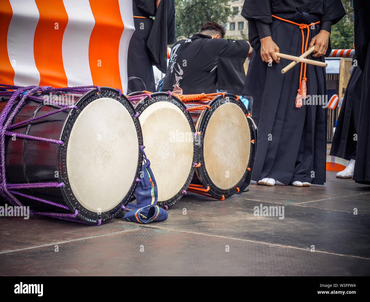 Taiko drums o-kedo are in a row and japanese drummers on the Yagura stage get ready to play. Musical instrument of Asia Korea, Japan, China - Stock Image