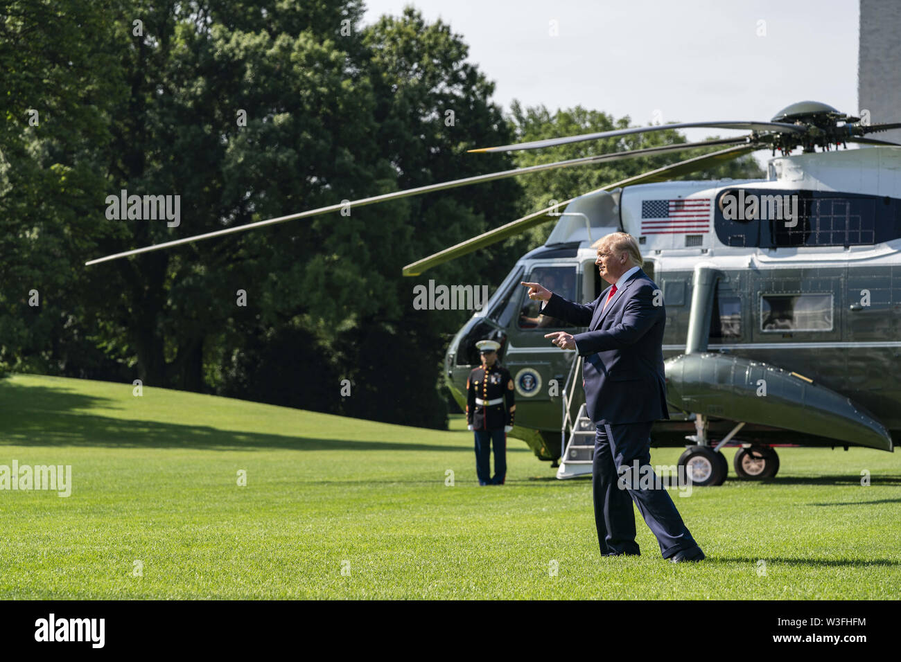 Washington, District of Columbia, USA. 12th July, 2019. U.S. President Donald Trump gestures to White House visitors as departs the White House aboard Marine One on Friday, July 12, 2019 Credit: Alex Edelman/ZUMA Wire/Alamy Live News - Stock Image