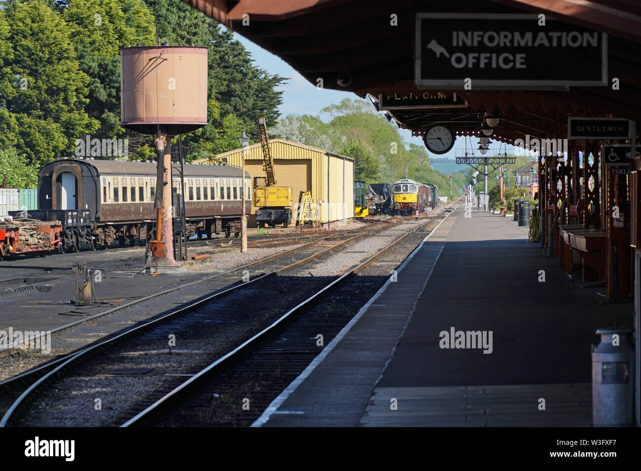 The platform at Minehaed station on a sunny day - Stock Image