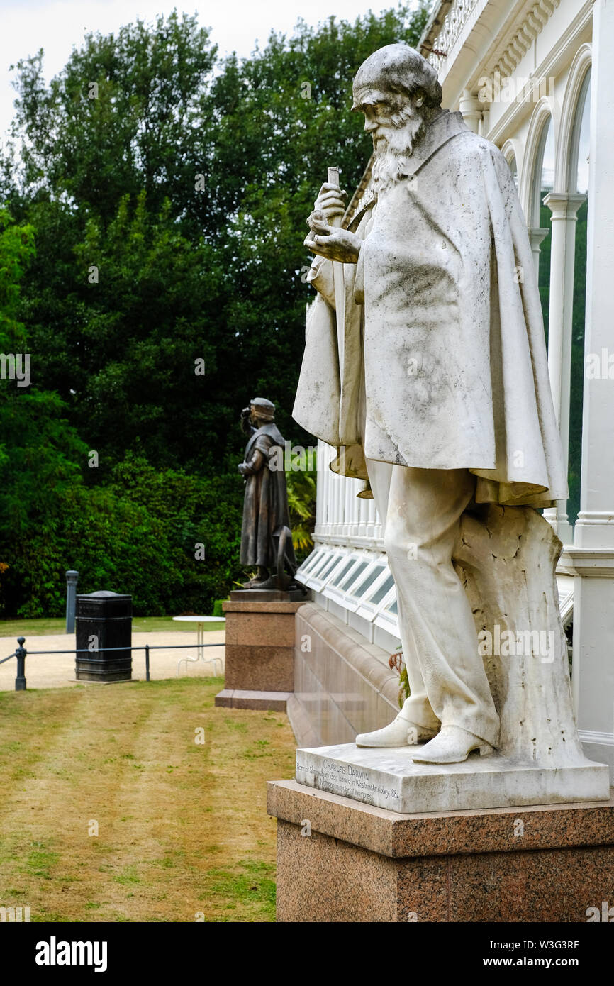 Statue of Charles Darwin, the English naturalist, biologist and geologist most famous for his Theory of Evolution, outside the Palm House at Sefton Pa - Stock Image