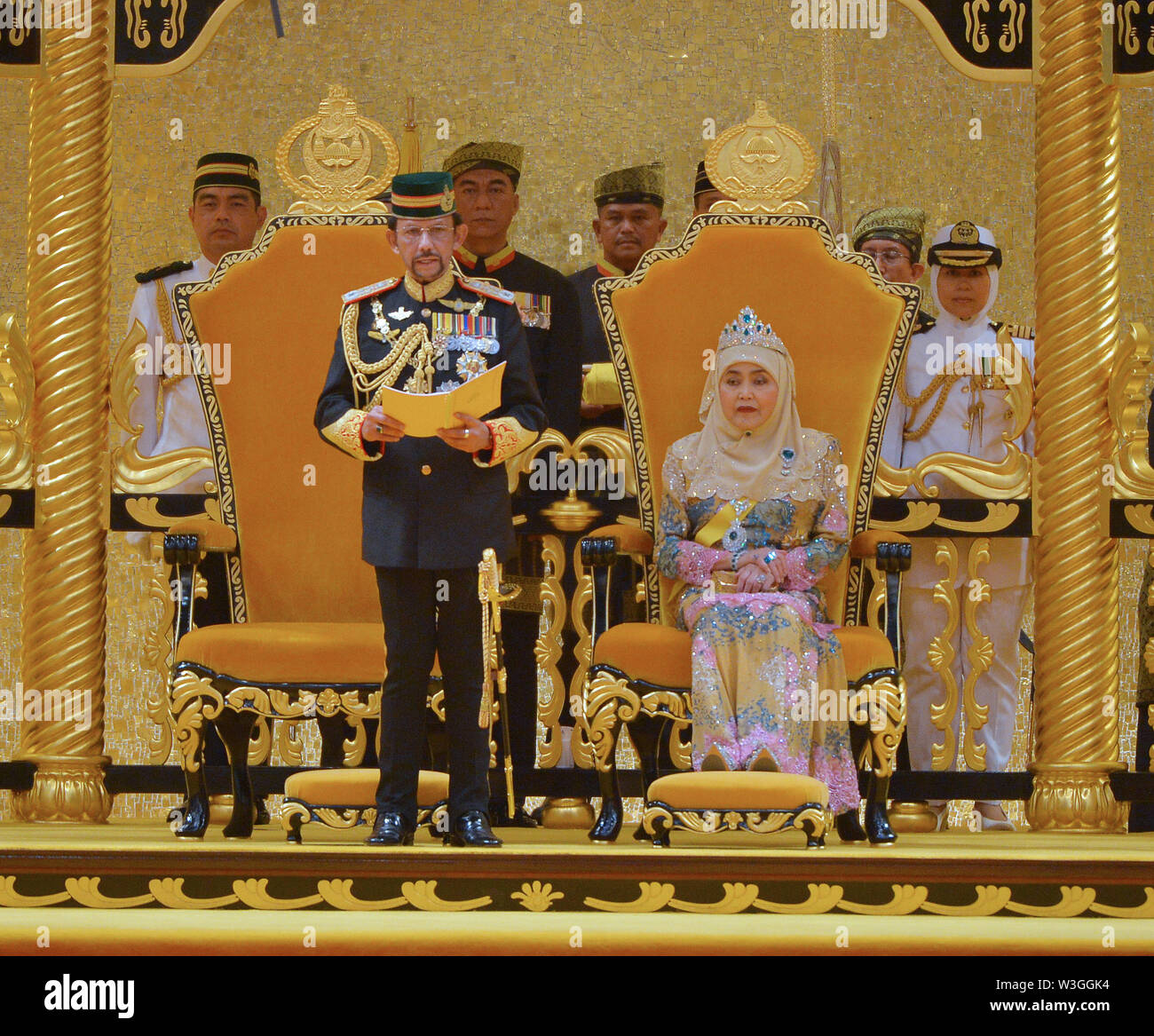 Bandar Seri Begawan, Brunei. 15th July, 2019. Brunei's Sultan Haji Hassanal Bolkiah (L, front) delivers a speech during his birthday celebration at Istana Nurul Iman, Brunei's royal palace, in Bandar Seri Begawan, Brunei, July 15, 2019. Brunei celebrated the Sultan Haji Hassanal Bolkiah's 73rd birthday with various activities including a ceremonial parade and a grand state banquet on Monday. The Sultan birthday is a national event held annually, which usually lasted about a month. Credit: Jeffrey Wong/Xinhua/Alamy Live News - Stock Image