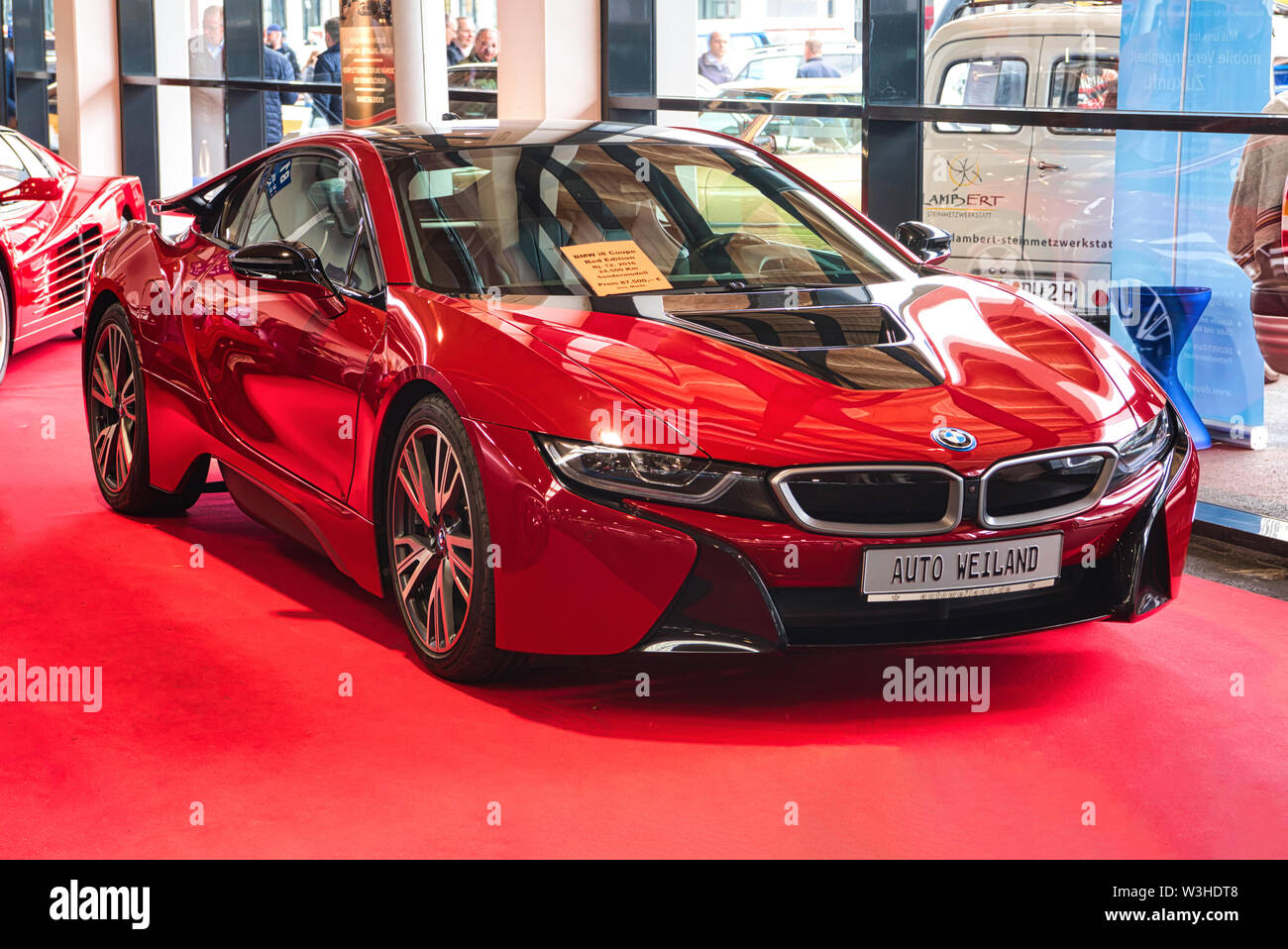 Page 3 Red Bmw High Resolution Stock Photography And Images Alamy