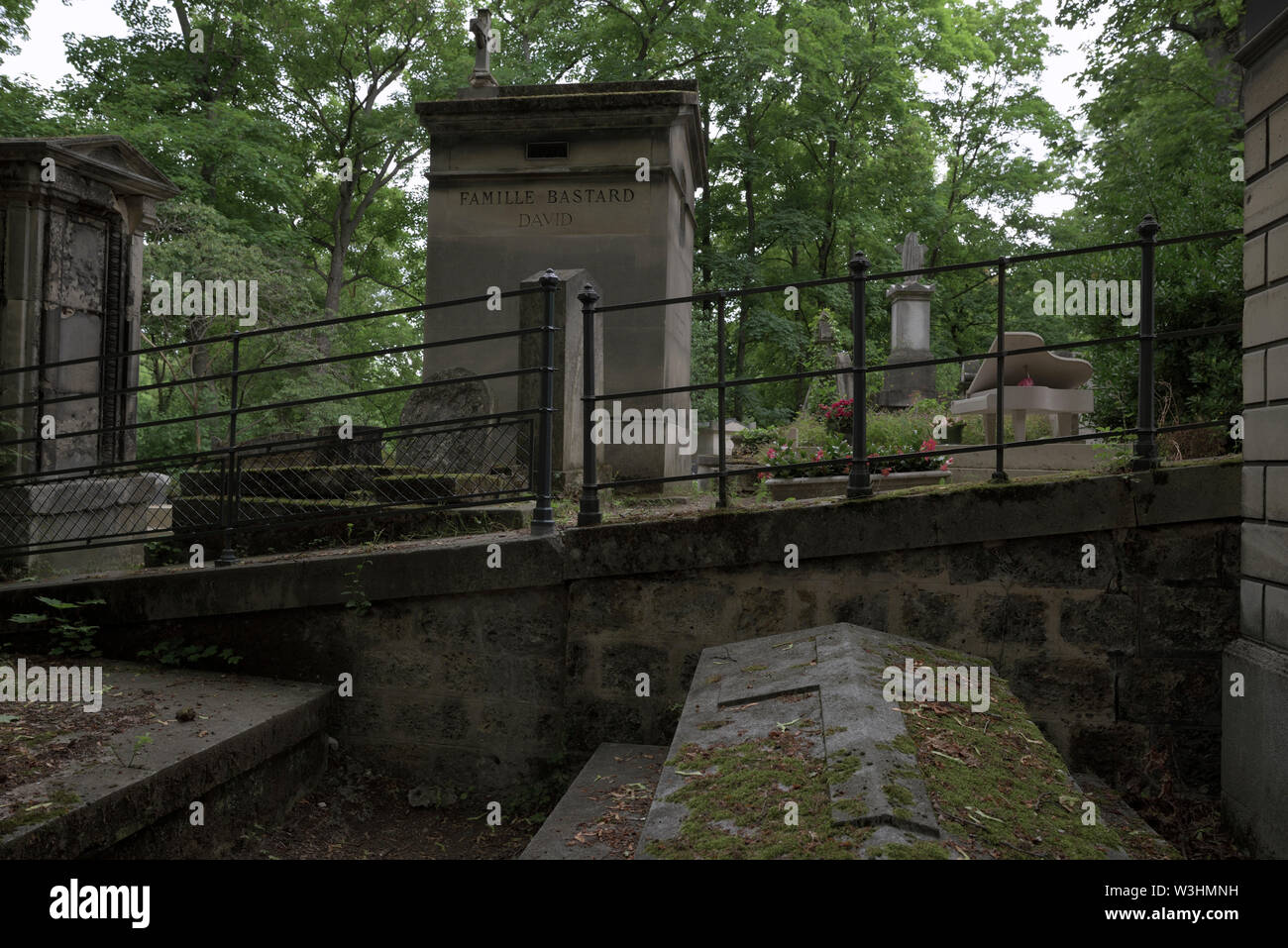 graves, crypts and a grand piano at the Pere Lachaise Cemetery, Paris, France - Stock Image