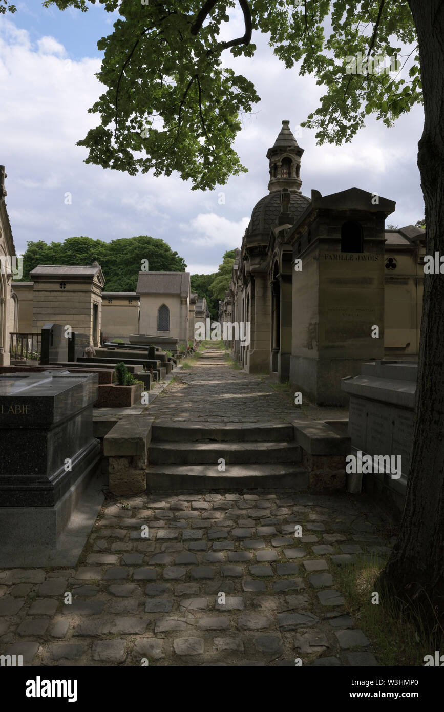 alley at the Pere Lachaise Cemetery, Paris, France - Stock Image