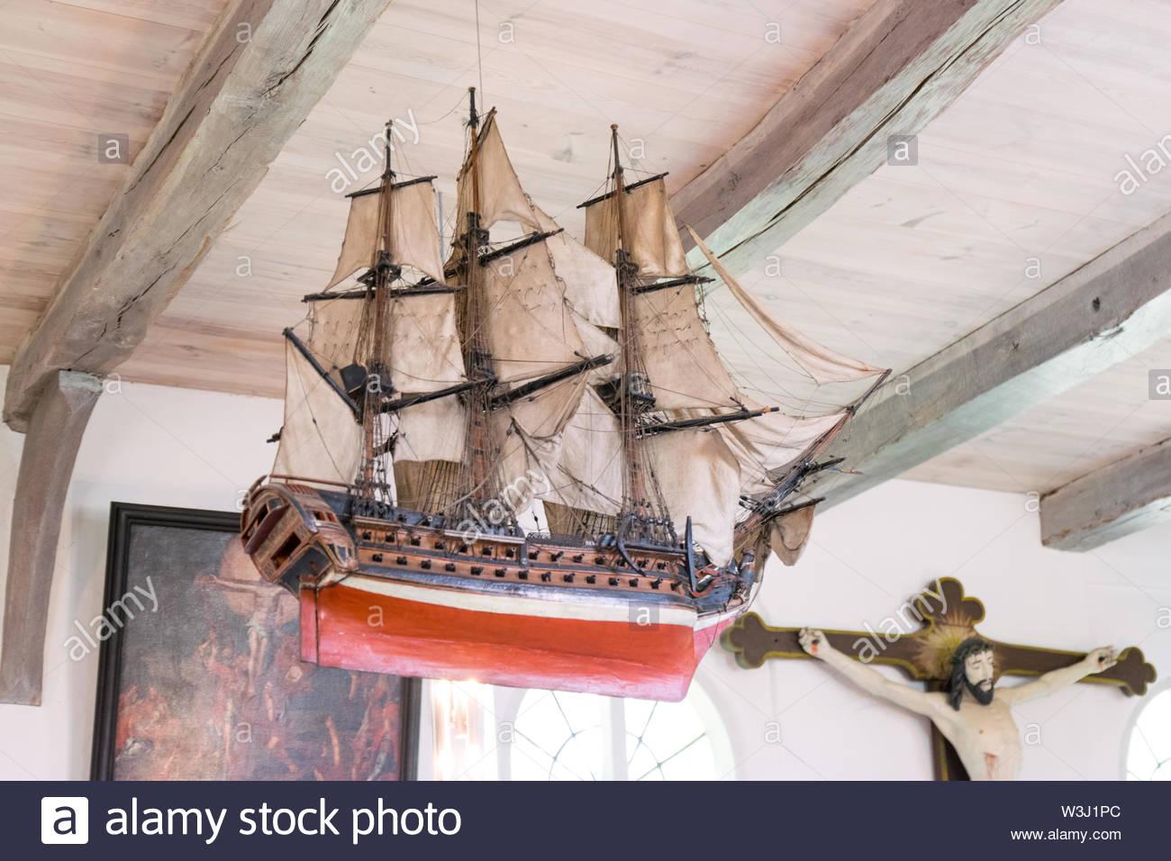 historisches Votivschiff ohne Namen in der Schifferkirche zu Arnis - Stock Image